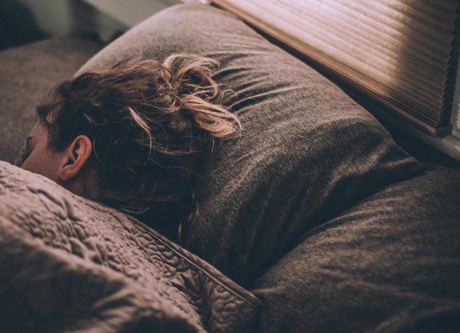 Những thói quen xấu ảnh hưởng đến giấc ngủ ban đêm của bạn