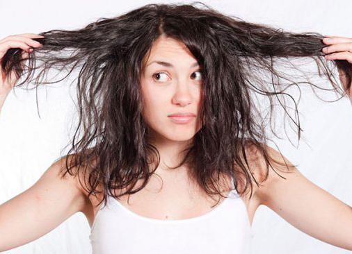 """Mẹo nhỏ """"chữa cháy"""" cho mái tóc bết dầu ngay tức thì"""