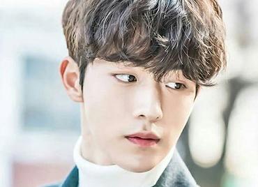 Tóc nam uốn xoăn đẹp lãng tử kiểu Hàn Quốc mới nhất
