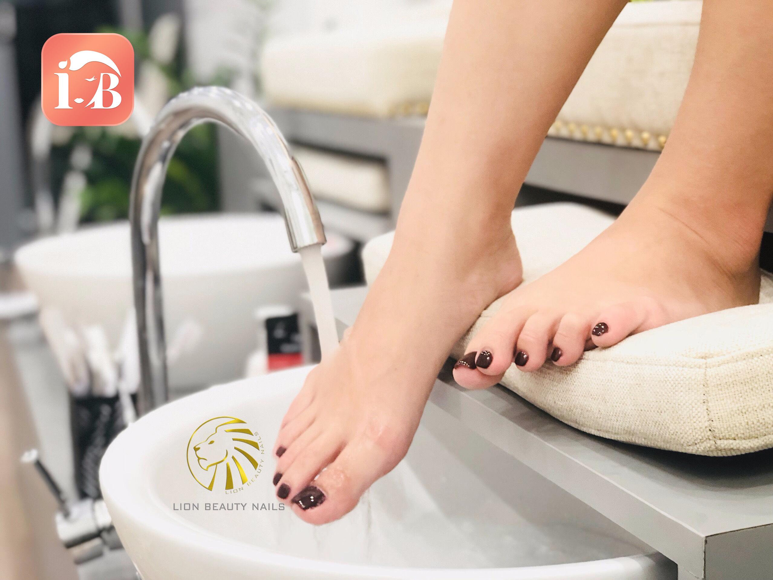 Giảm 10% dịch vụ massage chân CND